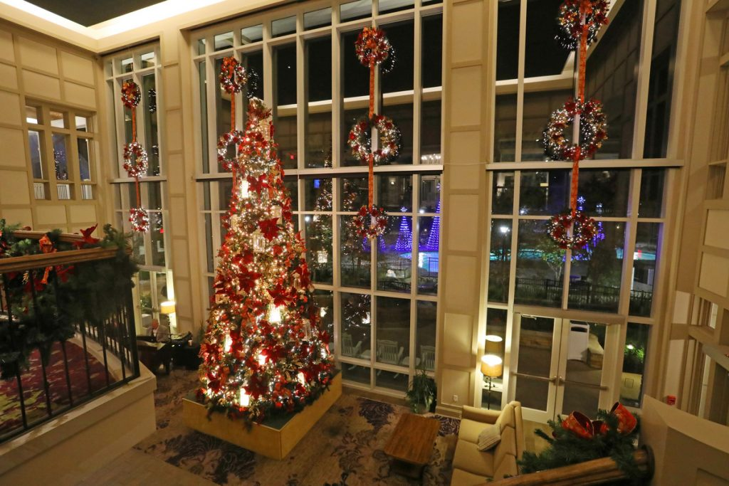DreamMore resorts christmas tree