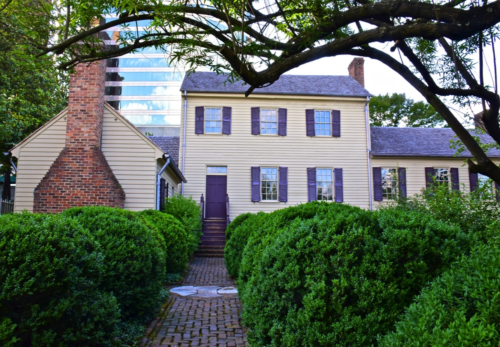 historic home in knoxville exterior view