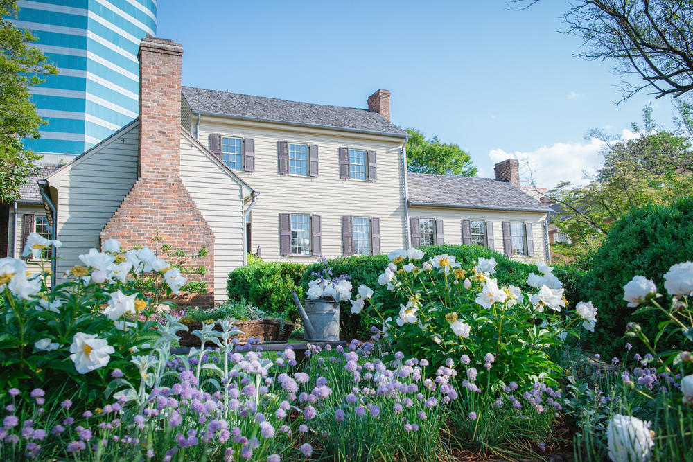 historic home in knoxville with garden view