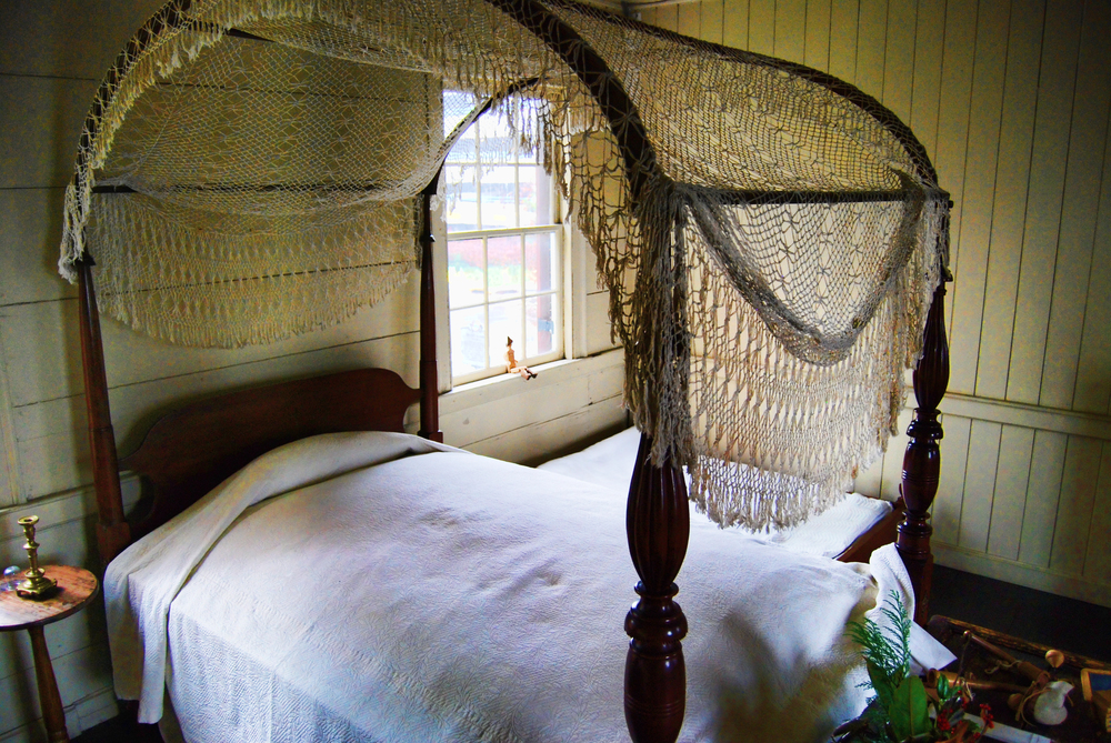 bedroom in one of the historic homes in knoxville