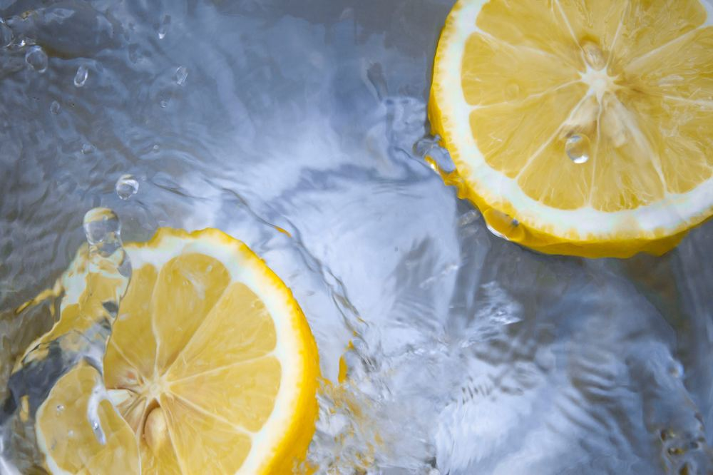 lemons in water which are full of vitamin c