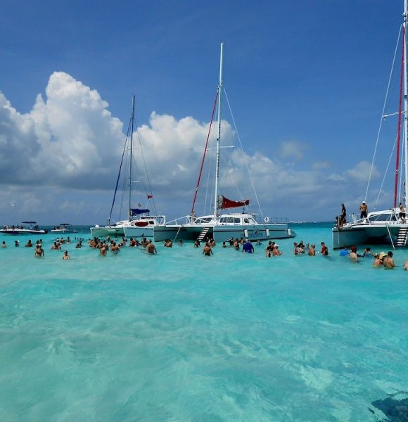 Chartering A Luxury Yacht In 2021