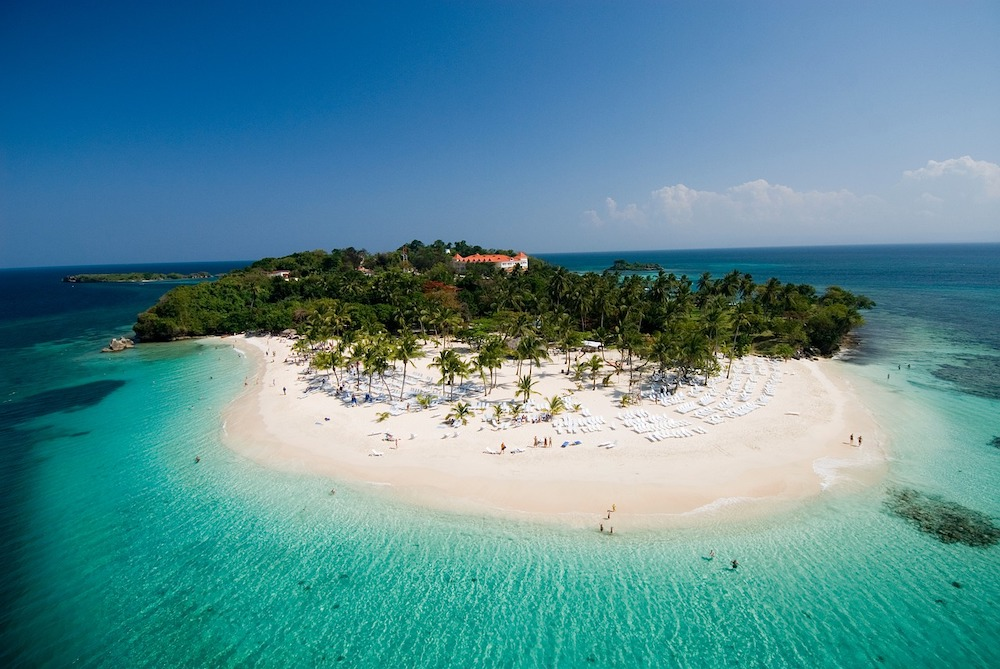 cayo levantado in the dominican republic, an island with white sand beaches and clear blue waters